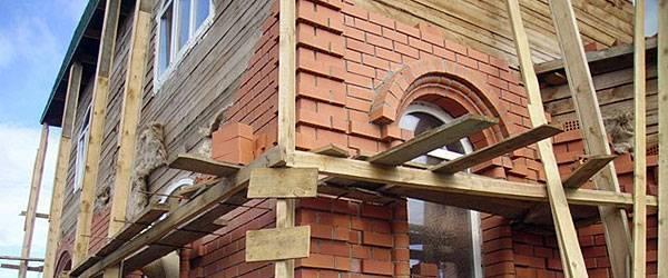 Как обложить кирпичом деревянный дом: этапы обкладки