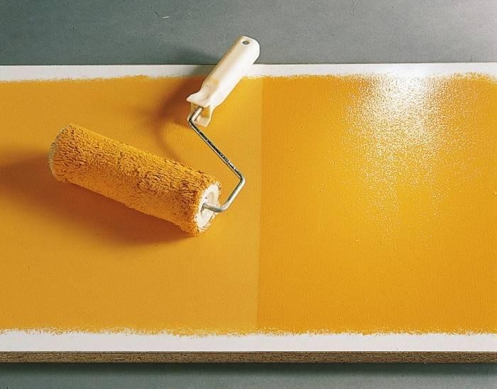 Покраска стен водоэмульсионной краской по цементной штукатурке