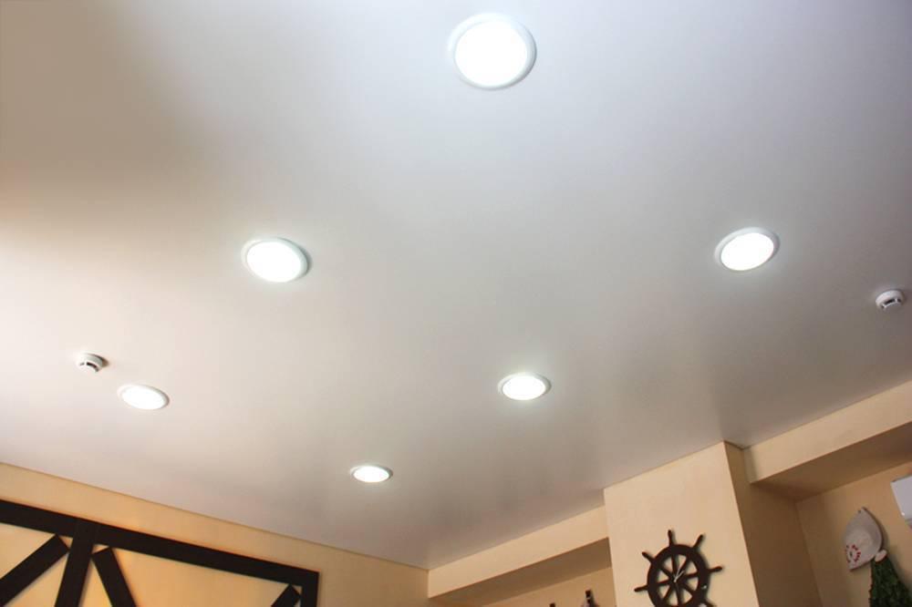 Расчет расстояния и схемы расположения точечных светильников на натяжном потолке