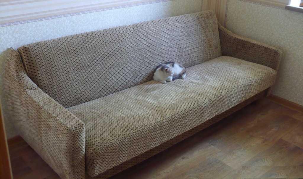 Перетяжка дивана своими руками, замена наполнителя, обивки
