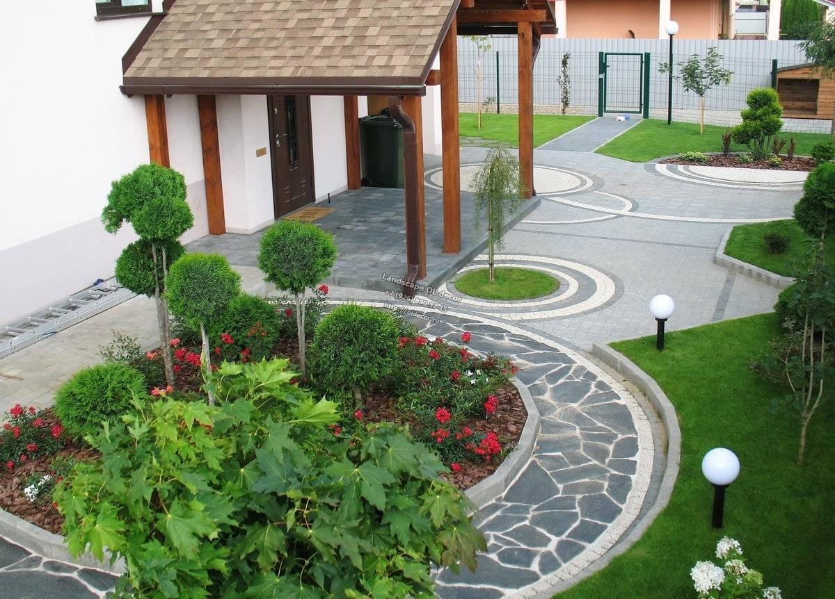 Красивый небольшой дворик частного дома: 100 фото готовых решений