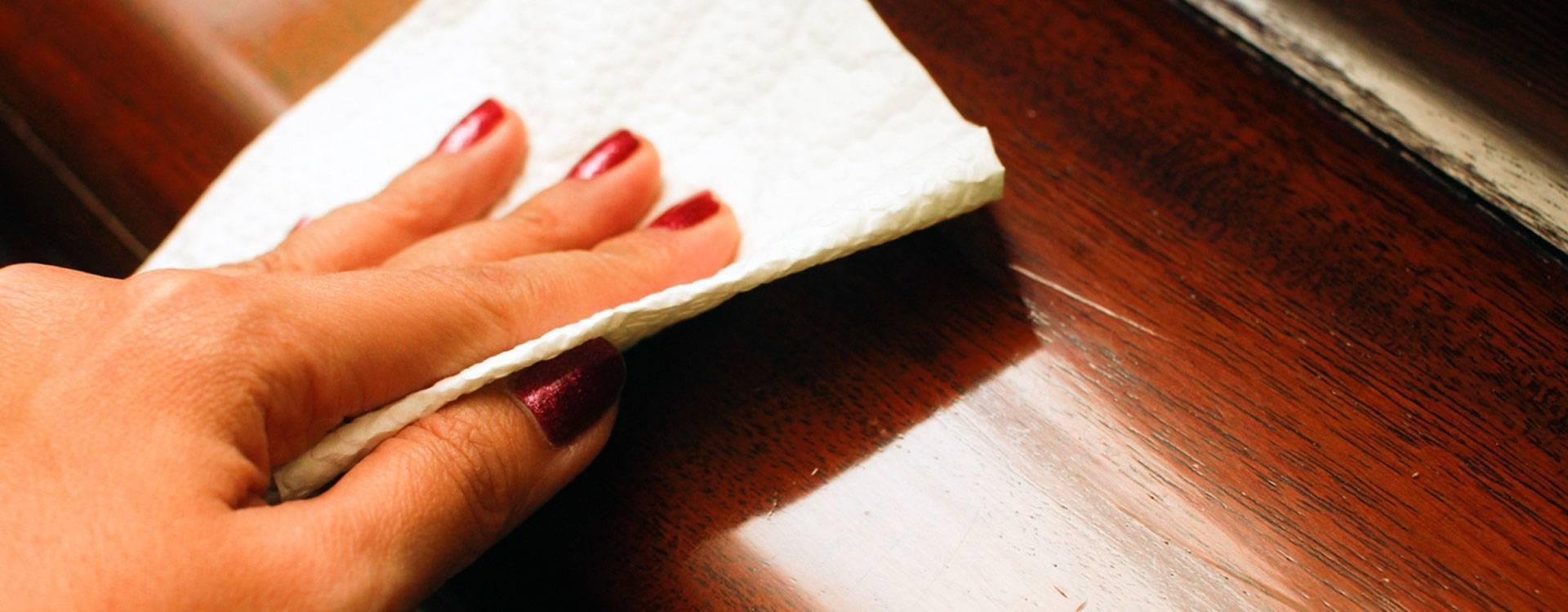 Как производить чистку полированной мебели в домашних условиях