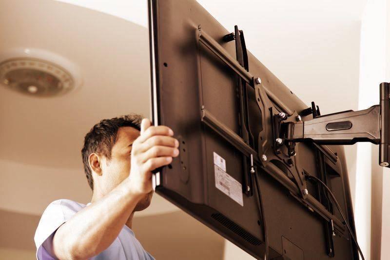 Как повесить телевизор на стену без кронштейна своими руками?