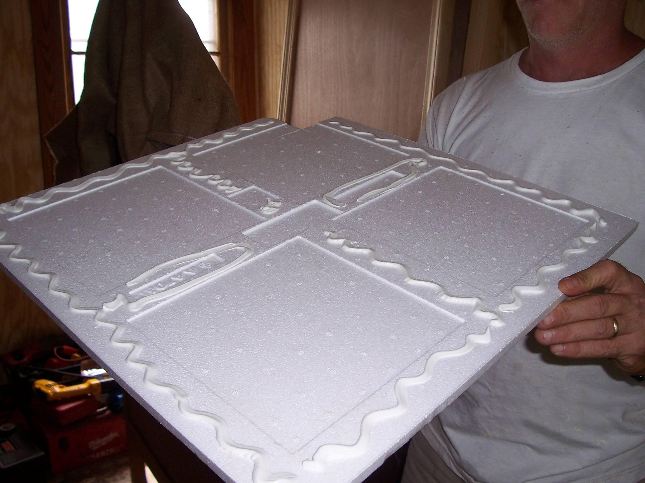 Каким лучше клеить клеем потолочную плитку из пенопласта