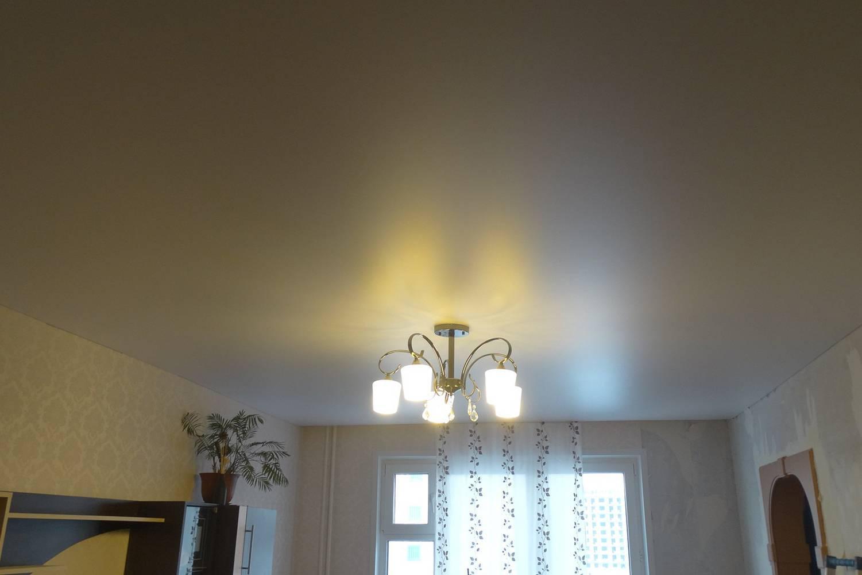 Натяжные потолки из пвх-пленки или тканевые: что лучше?
