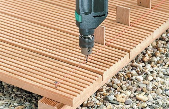 Монтаж террасной доски из лиственницы: крепление к лагам, технология укладки своими руками, зазор, чем правильно крепить, обрешетка и шаг