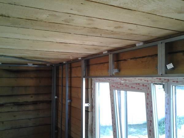 Отделка потолка гипсокартоном в деревянном доме и варианты крепления
