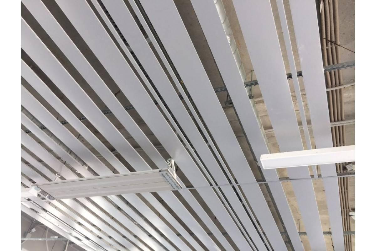 Виды реечных алюминиевых потолков и стоимость комплекта для ремонта