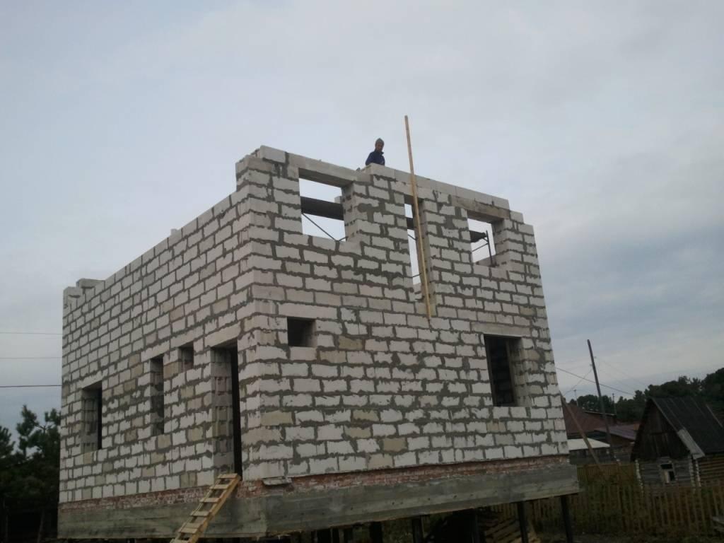 Монтаж свайного фундамента под дом из пеноблоков