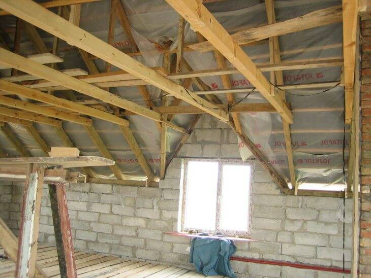 Чем подшить потолок по деревянным балкам: лучшие варианты и инструкции