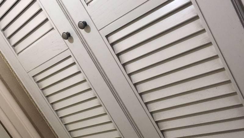 Разновидности жалюзийных дверей