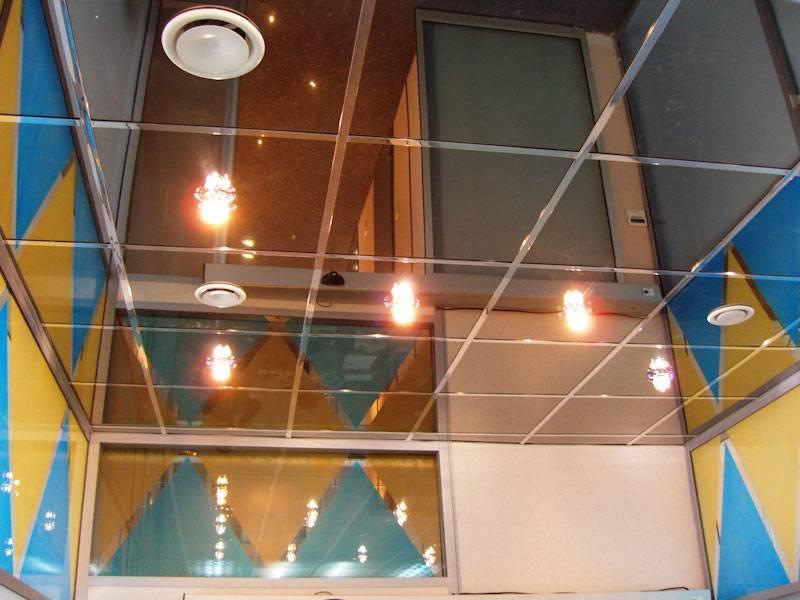 Стеклянные подвесные потолки: методы монтажа и особенности материала