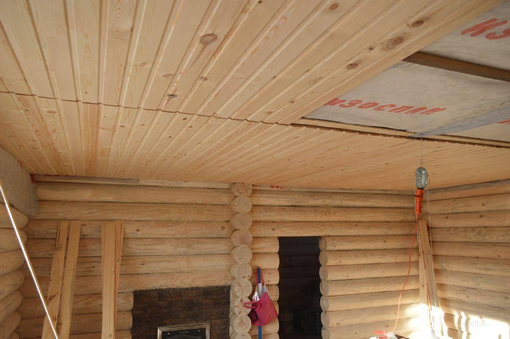 Потолок в доме из бруса - какой выбрать?