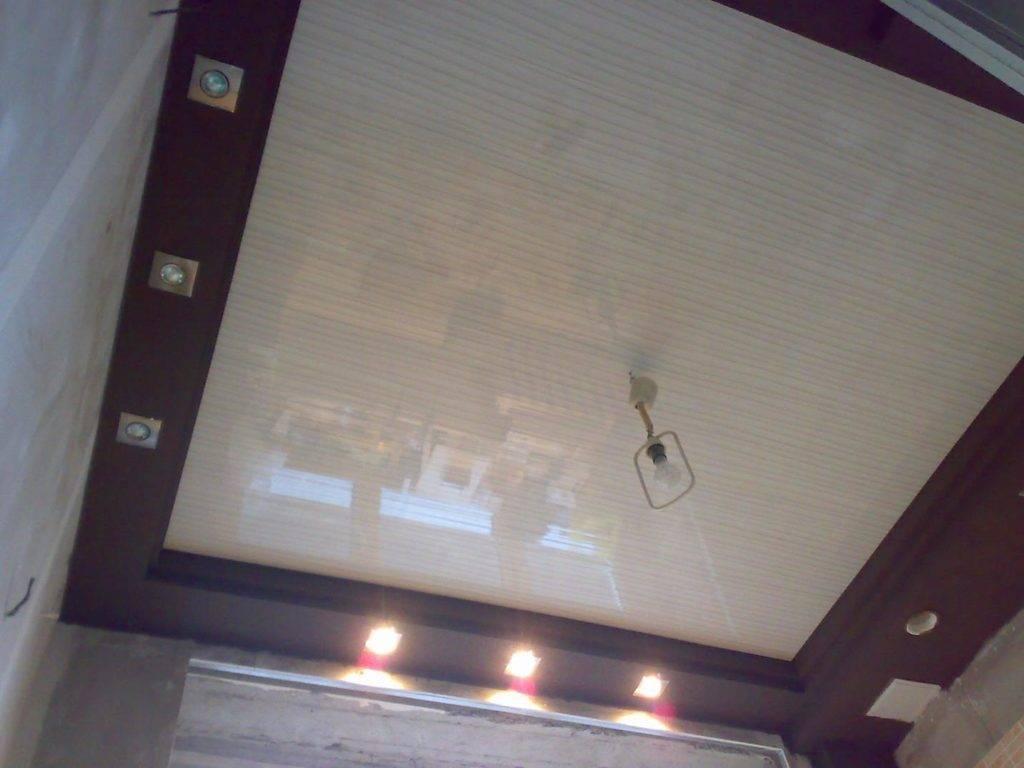 Чем крепить и как обшить потолок пластиком самому (своими руками): видео- и фото- инструкция и рекомендации от мастеров