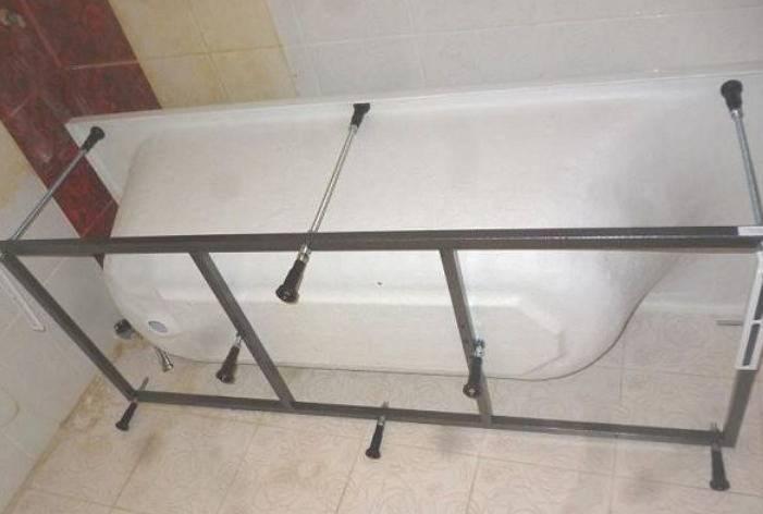 Как установить ванну своими руками на кирпичи?