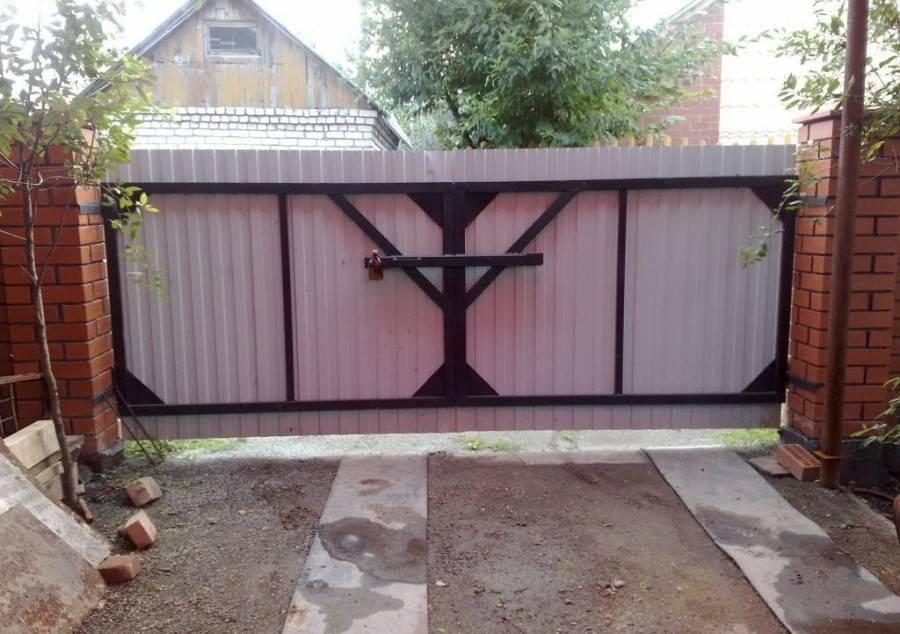 Запор для распашных ворот гаража и ограждения своими руками