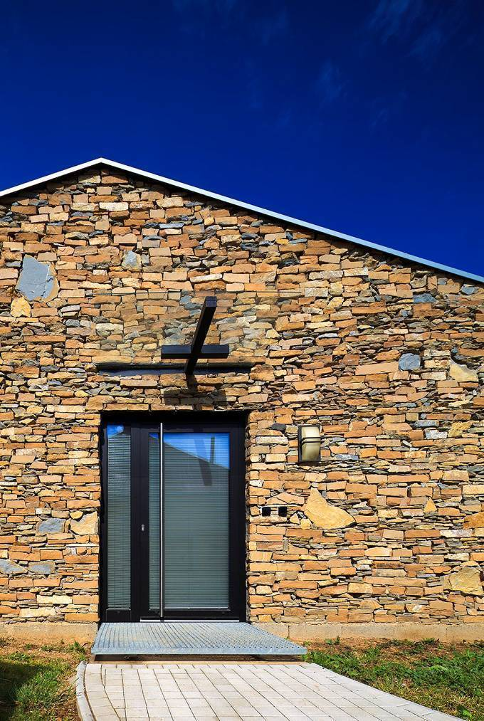 Дом из камня: особенности и примеры