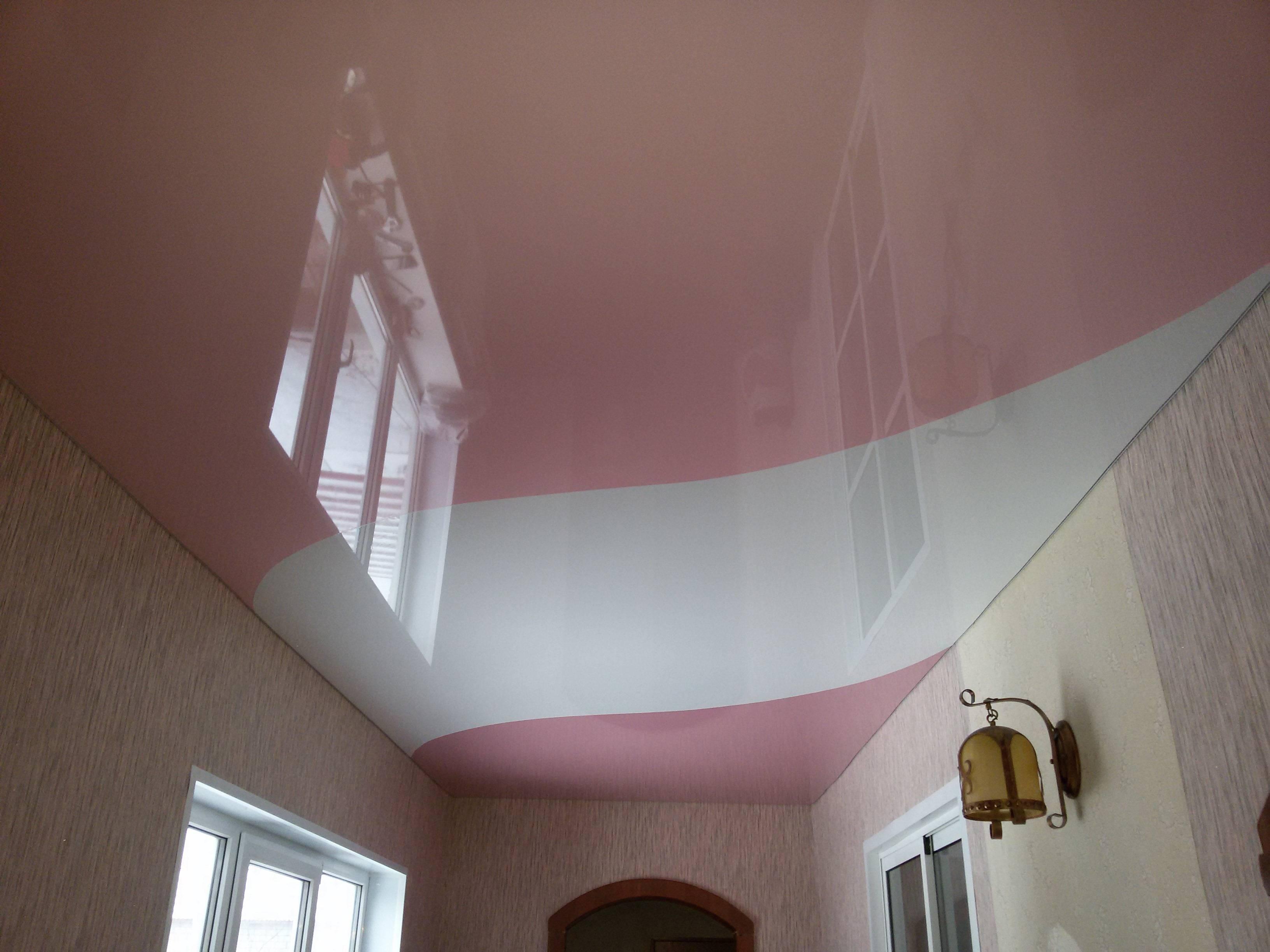 Двухцветные натяжные потолки – плюсы и минусы, виды, технические особенности и варианты расположения