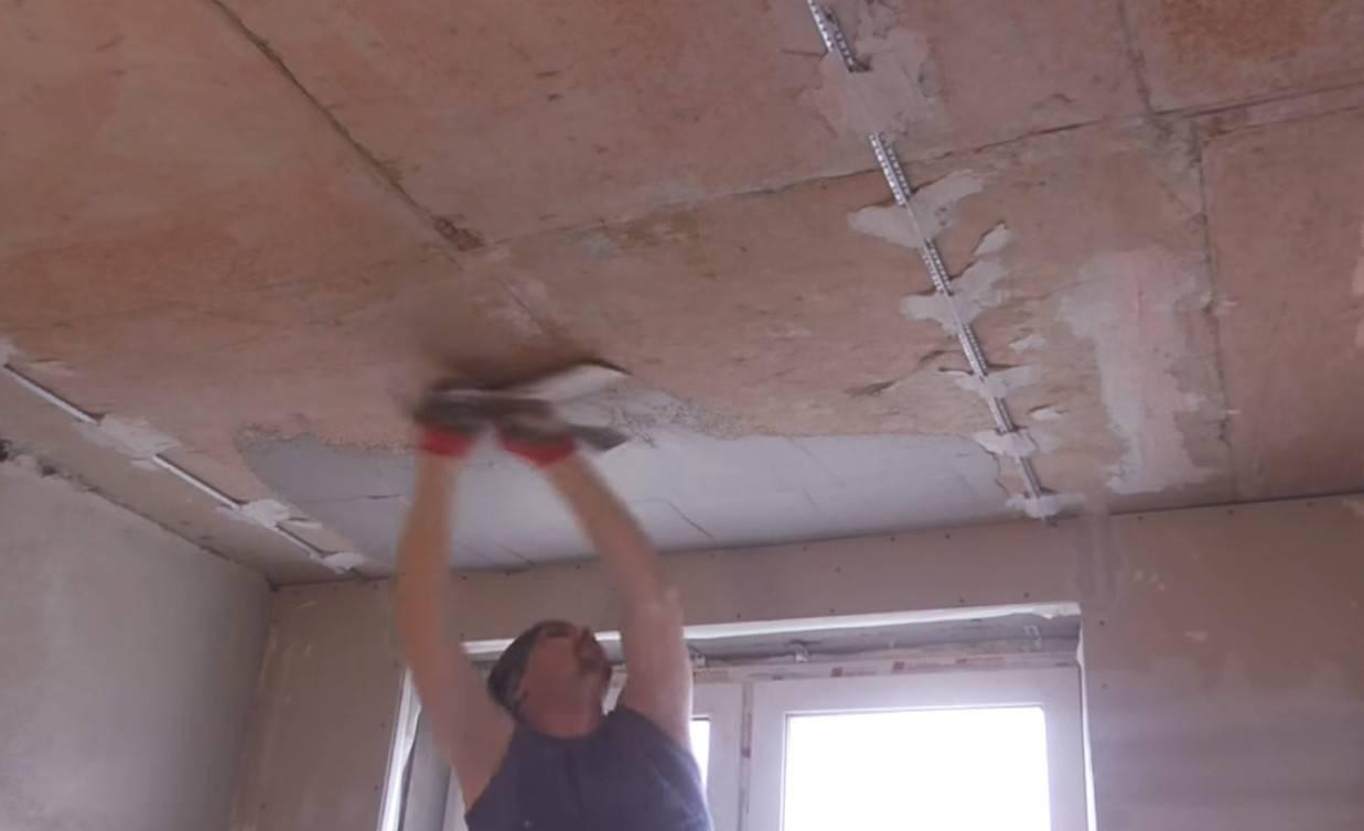 Как выровнять потолок в деревянном доме