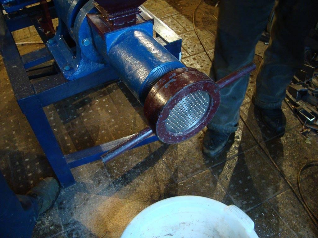 Гранулятор кормов: как сделать своими руками или купить самодельное бытовое устройство недорого, его цена и принцип работы станка