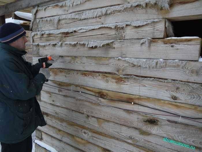 Как конопатить дом из бруса: методы и материалы. конопатка деревянных домов своими руками — технология, хитрости и смета работы конопатка волокнистыми утеплителями