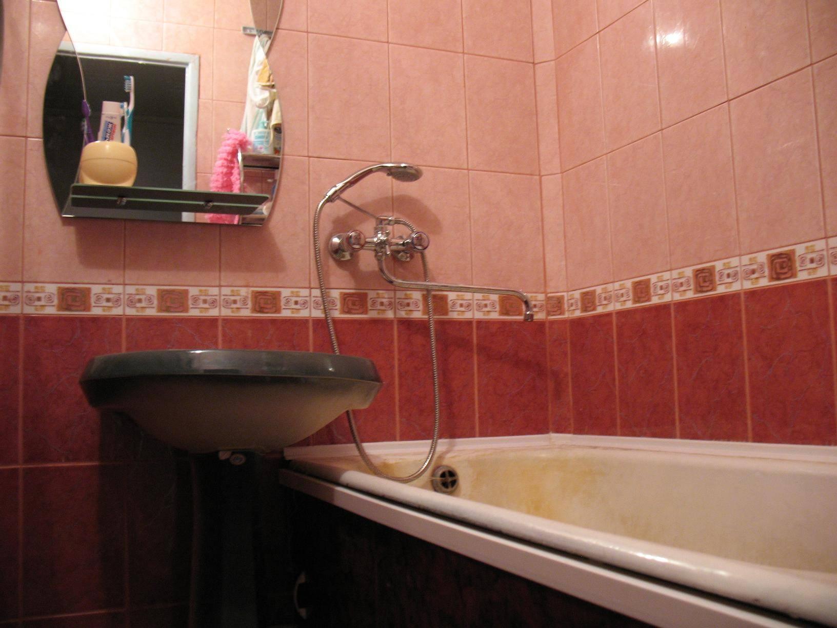 Ремонт совмещенной ванной комнаты с установкой дополнительного подвесного унитаза