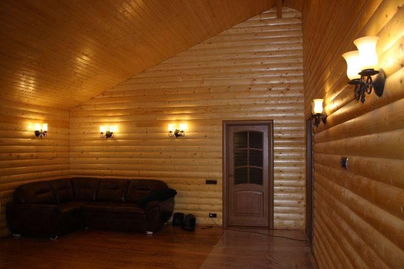 Блок-хаус для внутренней отделки (42 фото): обшитый потолок внутри дома, примеры облицовки комнат в квартире