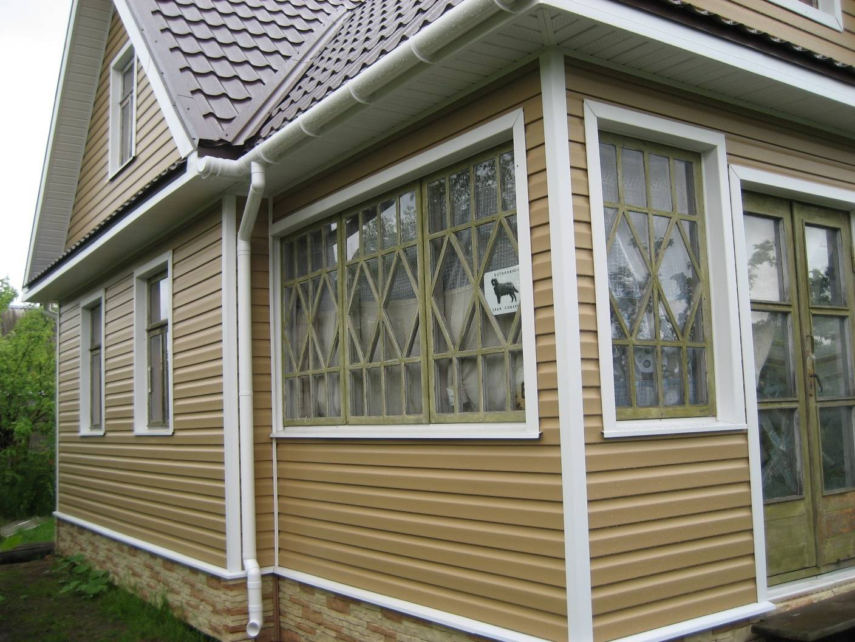 Отделка фасада частного дома - облицовка цементной плиткой и панелями