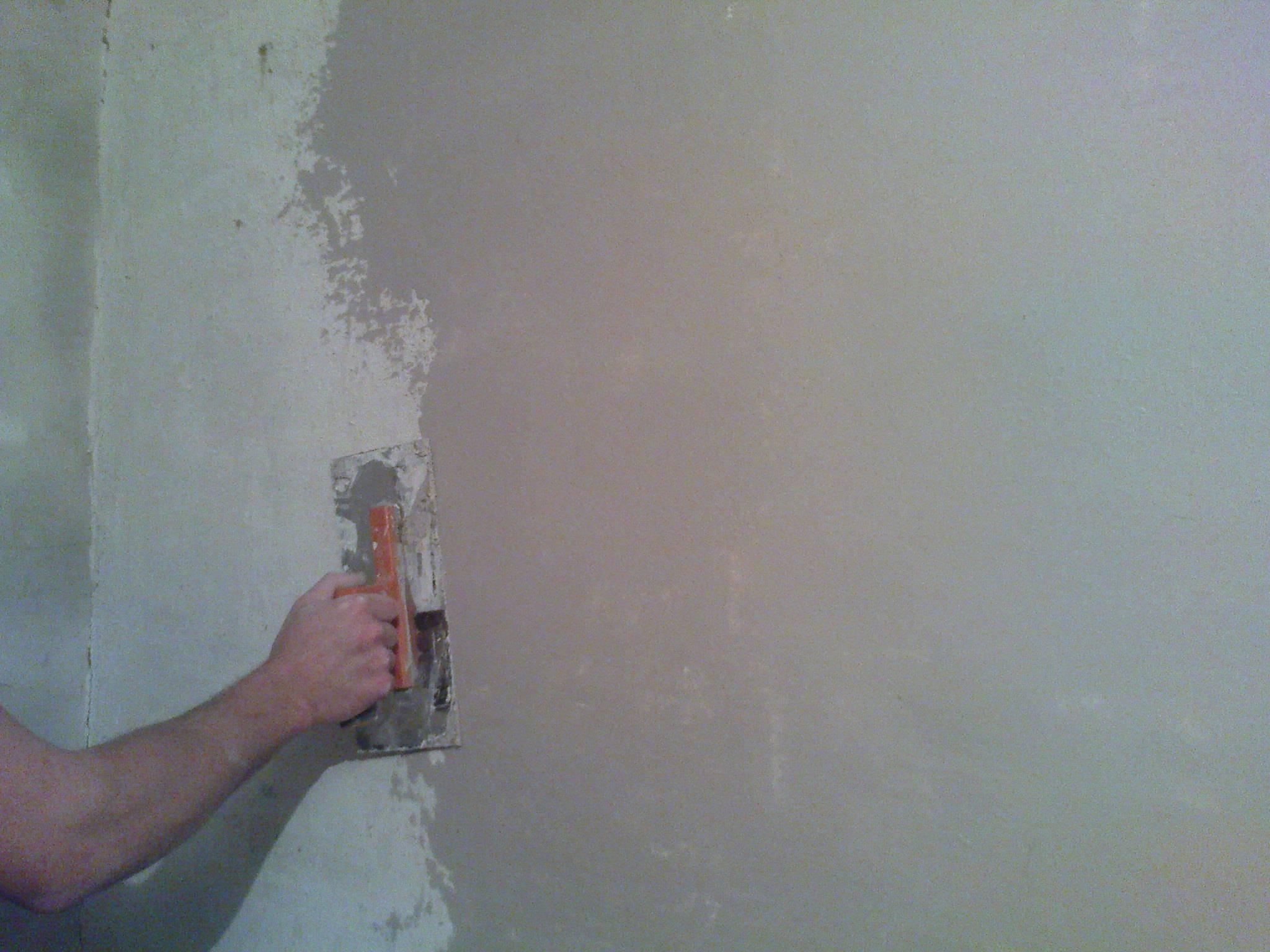 Выравниваем потолок своими руками: шпаклевка потолка под покраску