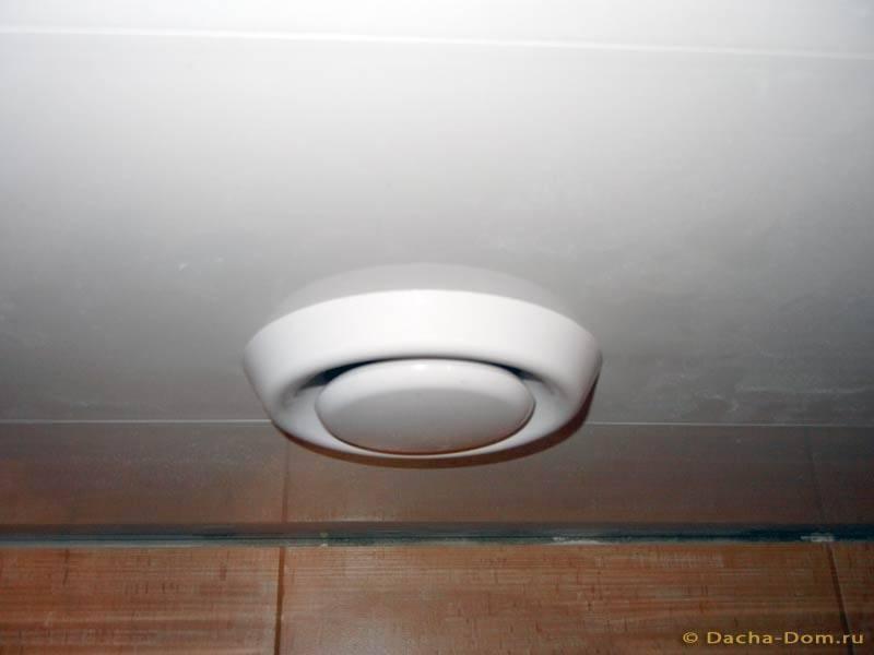 Вентиляция в потолке в ванной: установка вентилятора