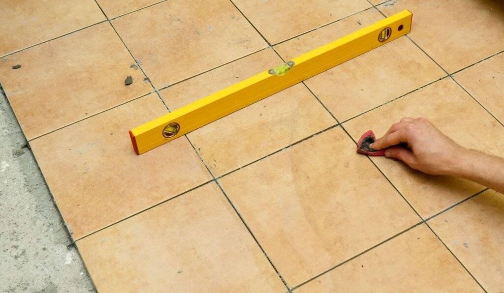 Выравнивание пола: как правильно замерить кривизну и самостоятельно устранить ее