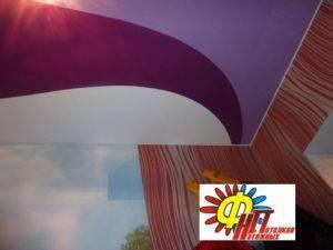 Оригинальный потолок натяжной — двухцветный дизайн