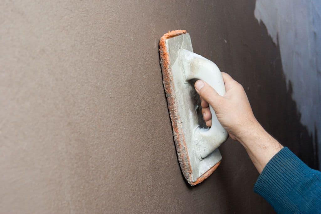 Как выполнить штукатурку потолка без лишних затрат