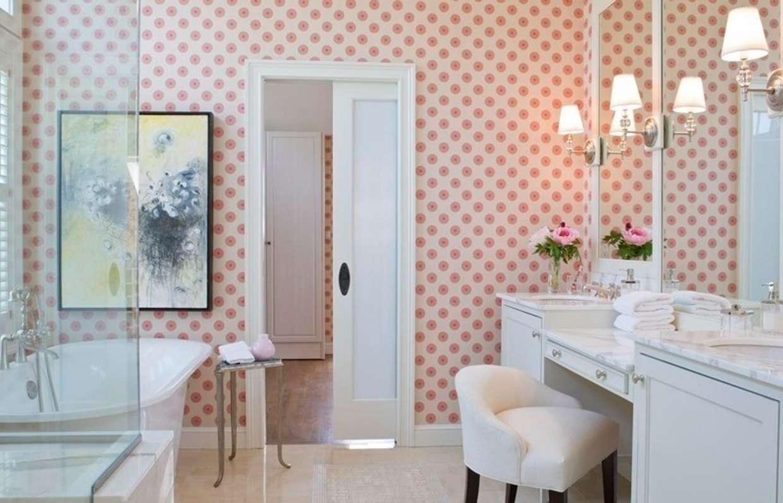Как выбрать моющиеся обои для отделки стен в ванной комнате?
