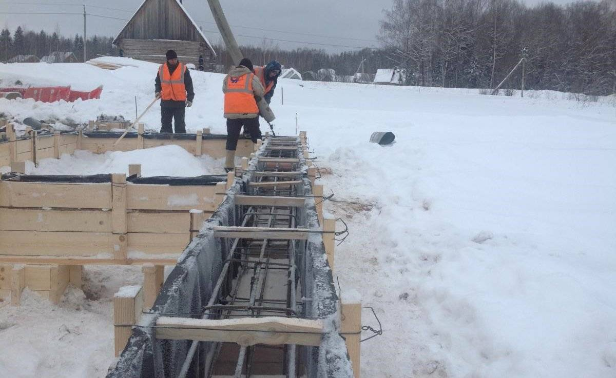 Можно ли заливать фундамент зимой: условия и методы работы
