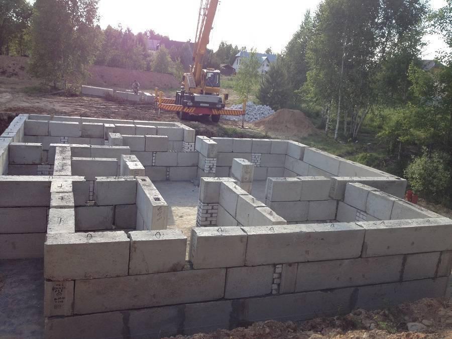 Как правильно установить фундаментные блоки