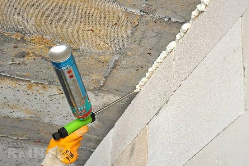 Как заделать дыру в потолке: типичные проблемы и их решение