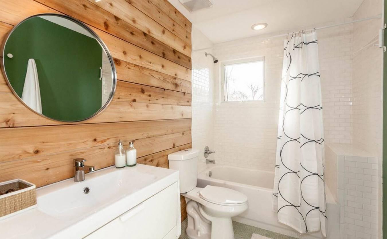 Чем отделать стены в ванной в деревянном доме кроме плитки?