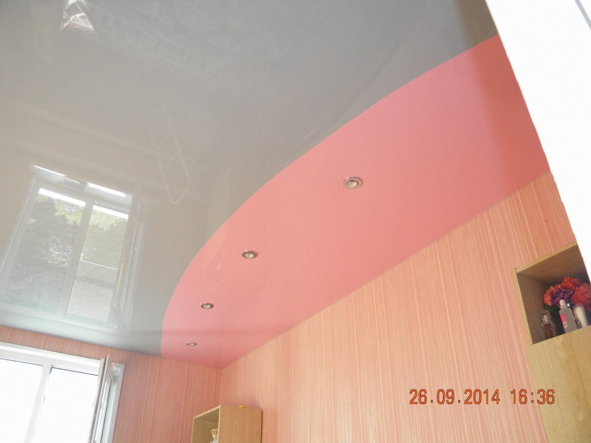 Двухцветные натяжные потолки – неповторимая атмосфера и особенный дизайн