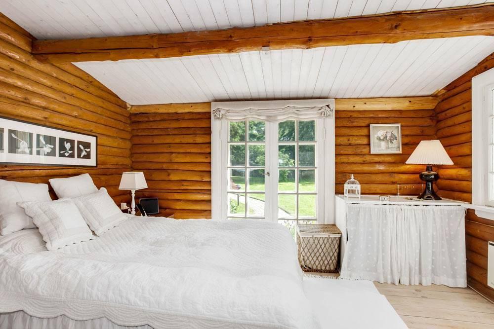 Чем покрасить деревянный потолок в доме и стоимость м2 покраски