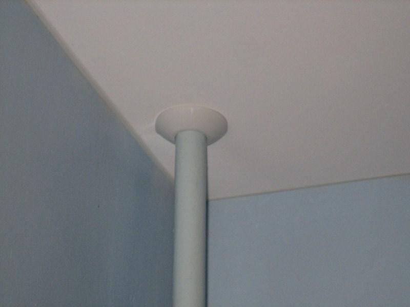 Как сделать отверстие в натяжном потолке своими руками?