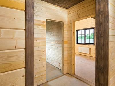 Чем недорого обшить стены внутри дома из бруса?