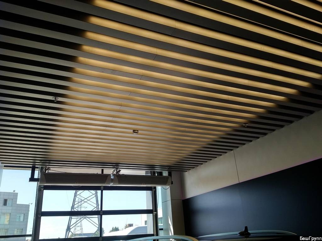 Реечный кубообразный потолок «комби»