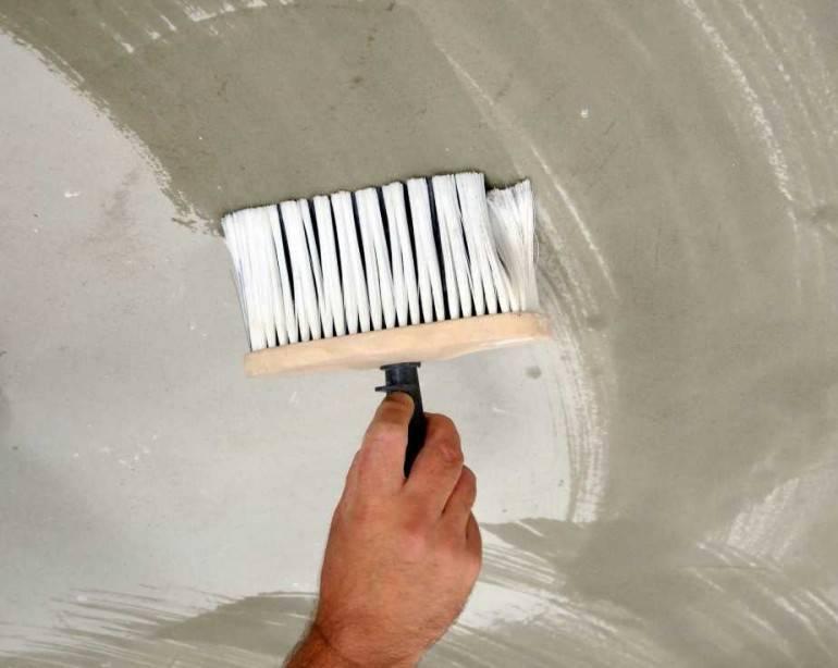 Можно ли шпаклевать потолок после покраски