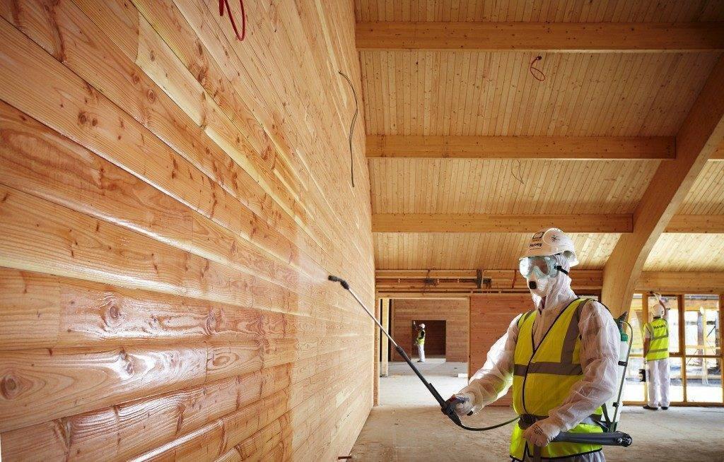 Чем покрасить деревянный потолок в доме и стоимость м2