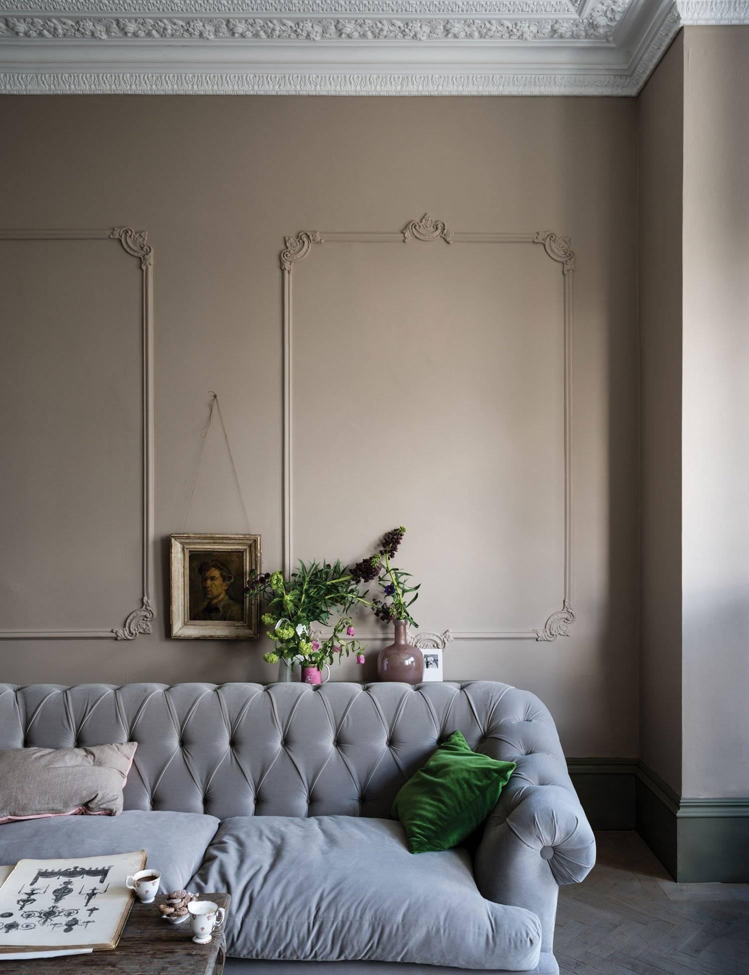 Молдинги в интерьере гостиной: советы по монтажу и дизайну