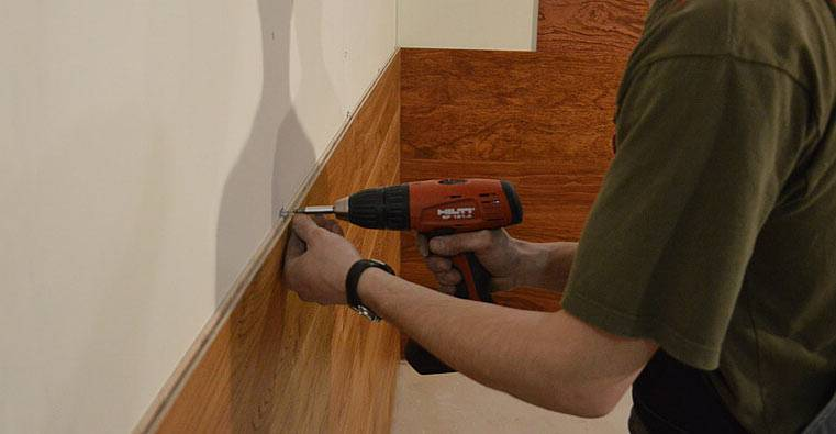 Как установить панели пвх на потолок: видео-инструкция по установке своими руками, фото