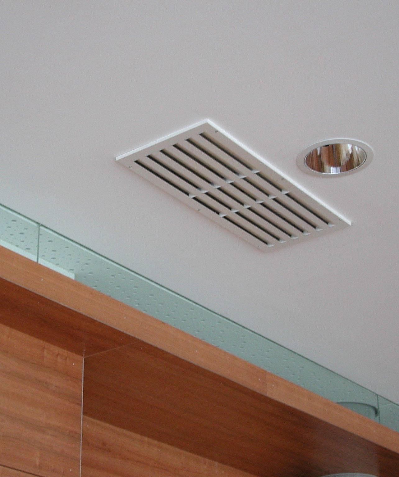 Вентиляционные решетки для натяжных (подвесных) потолков: установка, зачем нужна, преимущества и недостатки