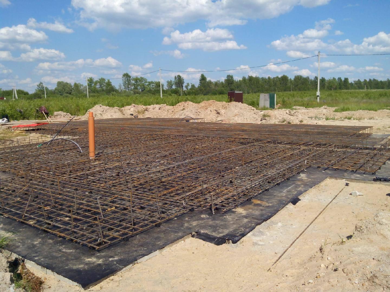 Строительство фундамента – с чего начать возведение фундамента и пошаговое описание технологии строительства своими руками