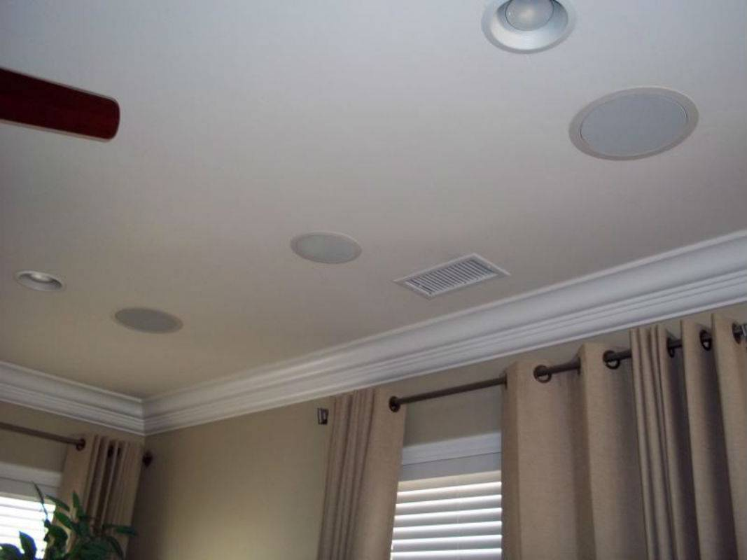 Потолочные колонки: выбор акустики, встраиваемой в потолок. виды встроенных потолочных колонок для дома